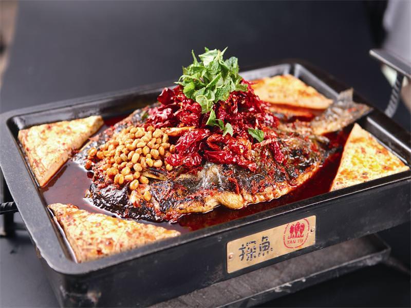台中︳ 最有文藝氣息烤魚店「探魚」進駐公益路,6/16強勢開幕!