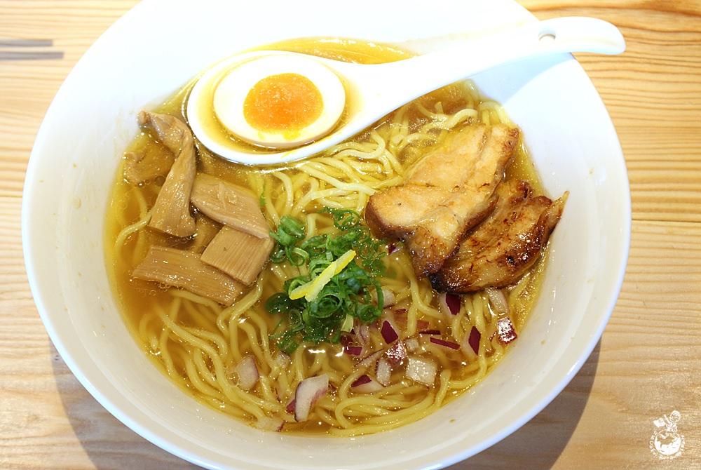 台中拉麵︳麵屋田宗-濃厚魚介豚骨湯頭,叉燒厚實,吃完可至南海六街消暑