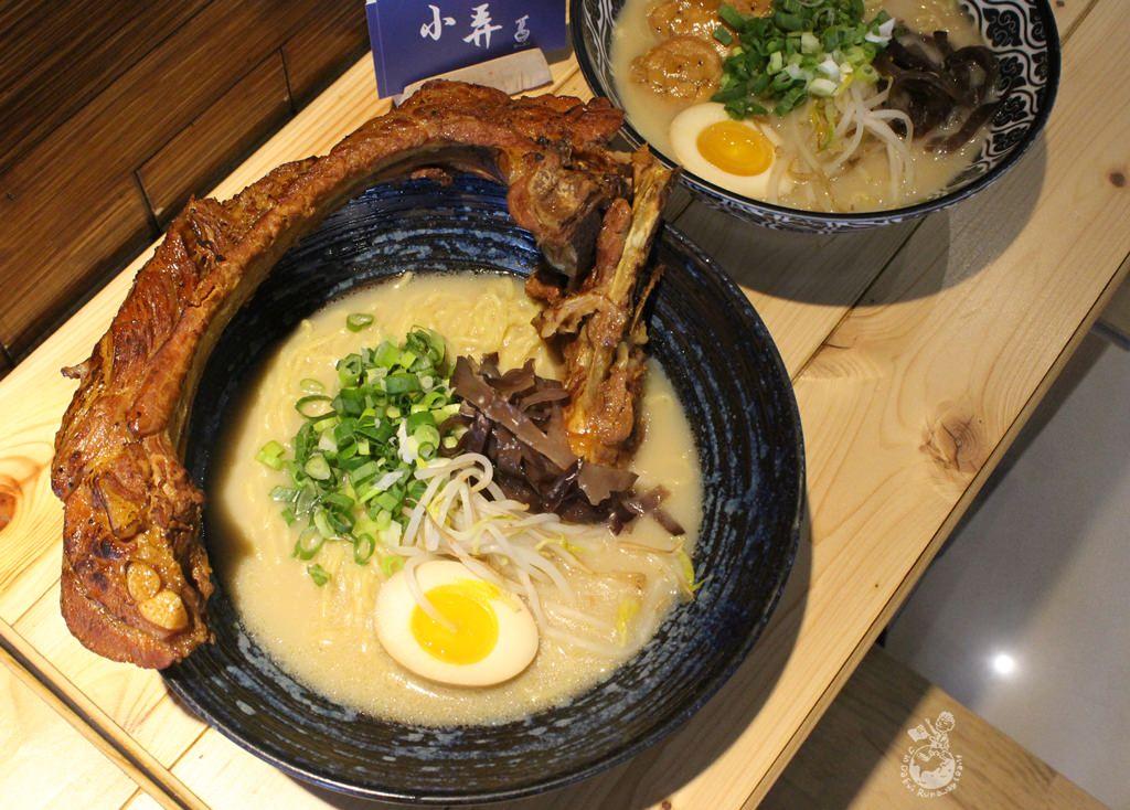 台中拉麵︳小弄拉麵-主打有30公分肩胛排的富士山拉麵,湯頭偏淡喜歡道地日式拉麵者不適合