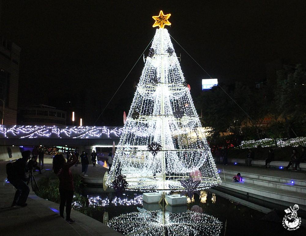 台中水中聖誕樹