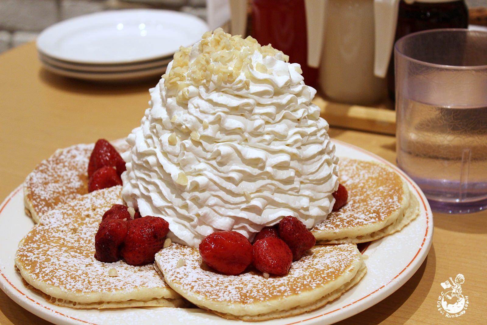 日本人氣甜點︳「Eggs'n Things」,我在心齋橋插旗的草莓鮮奶油火山鬆餅,進駐台北信義風松高