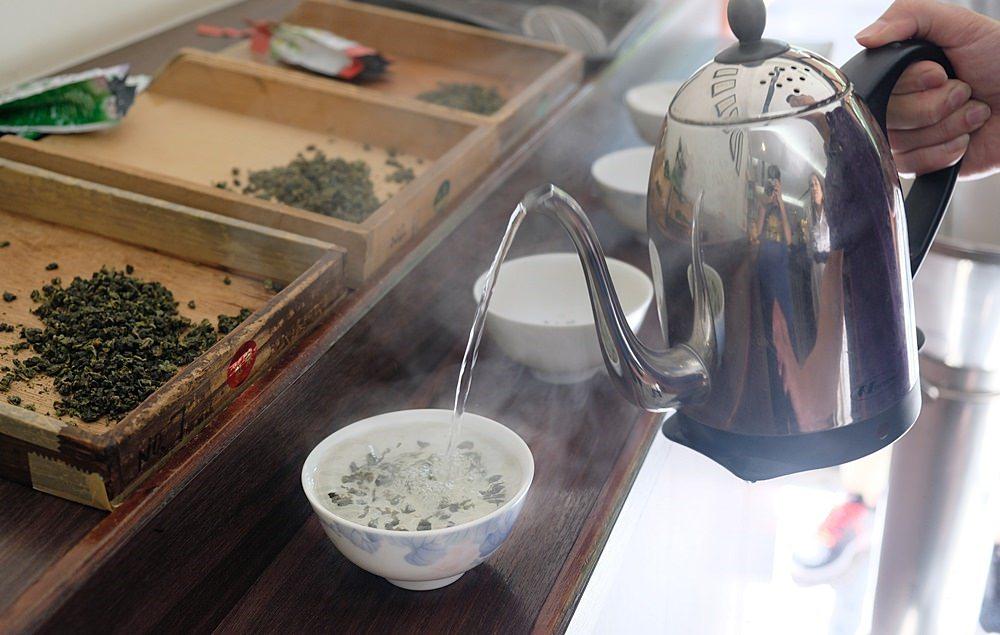 明山茶集-在大稻埕百年茶行體驗台灣茶文化課程,外國人也歡迎來找茶