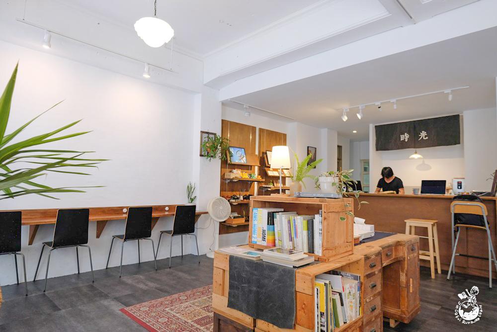 時光咖啡︳台中火車站附近咖啡館,提供底片沖印服務與攝影空間