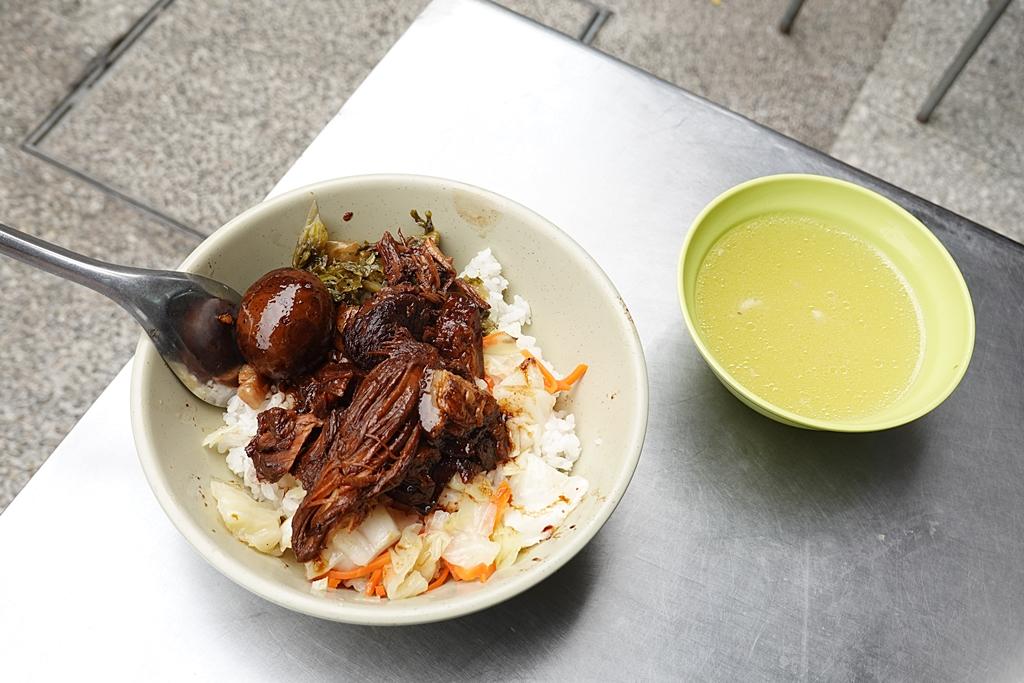 鄭記豬腳飯︳近七十年北門美食,內用大骨竹筍湯喝到飽