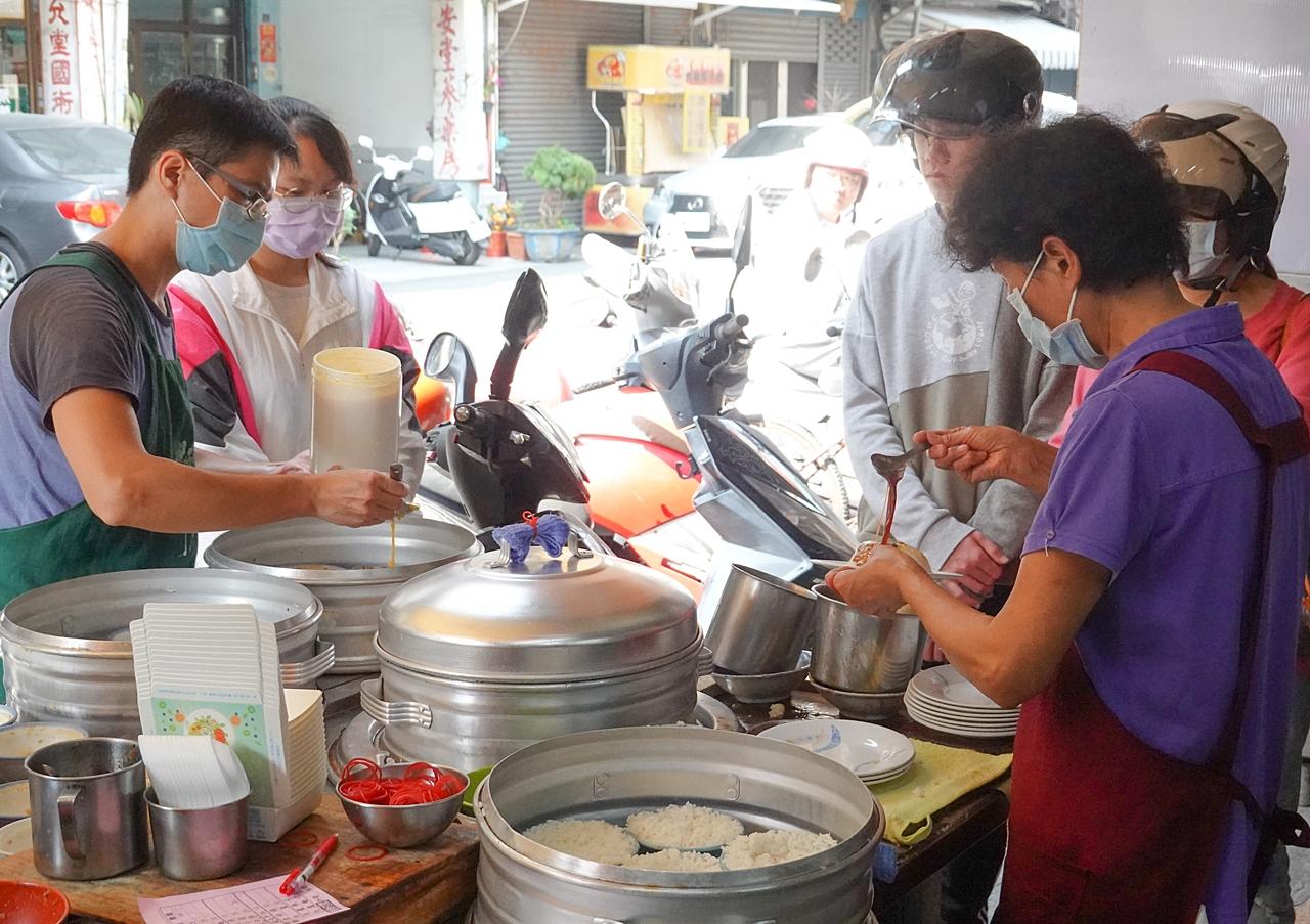 蕃薯仔炊飯︱超過70年的斗六美食,排隊人潮沒斷過,炊蛋超推薦