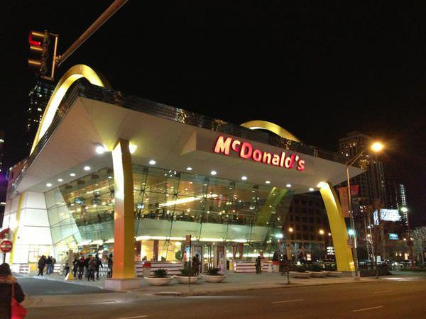 〈旅遊的滋味〉芝加哥麥當勞旗艦店[103/1/15刊於自由時報旅遊版]