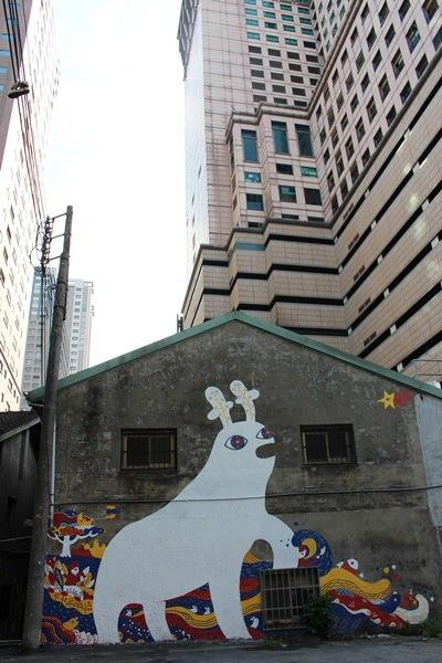 【台中】忠明13鄰塗鴉社區 // 隱藏在金典酒店旁的迷你插畫展