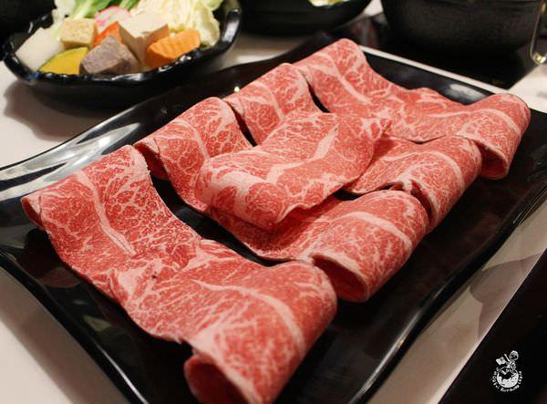 夠夠肉,牛肉為主的火鍋店,環境如同網美咖啡館,獨自來也很適合